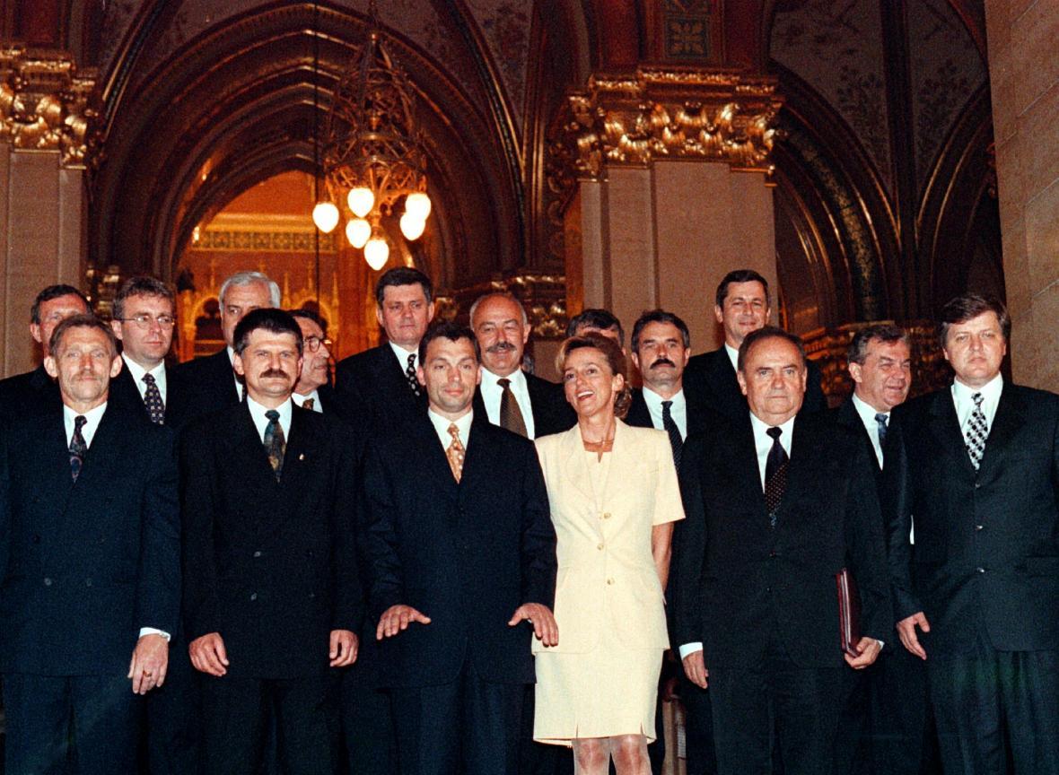 Nejmladší maďarský premiér a jeho vláda (červenec 1998)