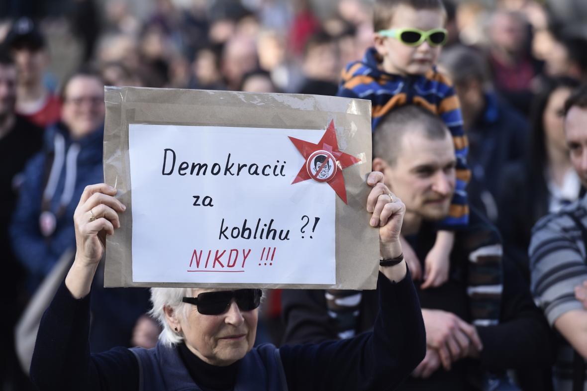 Protest na náměstí Dr. E. Beneše v Liberci