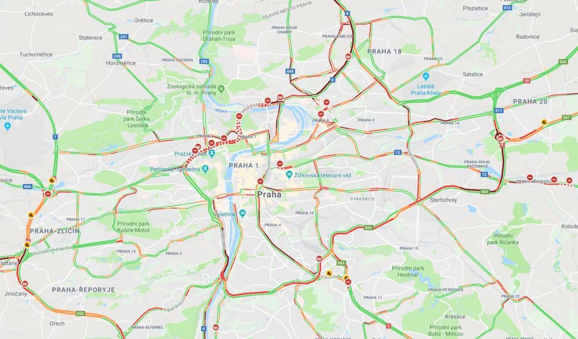 Uzavření Blanky zkomplikovalo ranní provoz v Praze