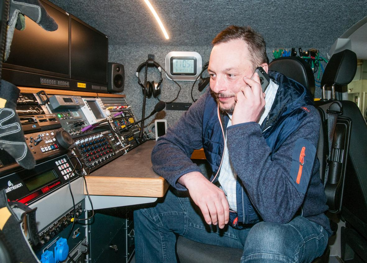 Antonín Švach v reportážním přenosovém voze