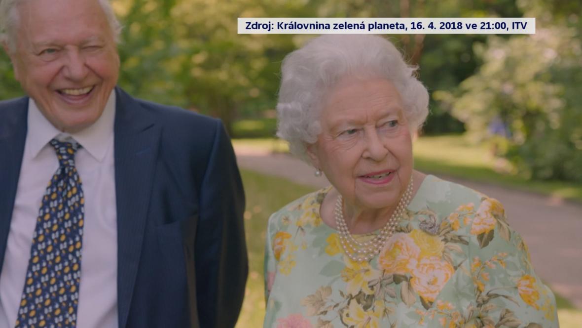 Přírodovědec David Attenborough a britská královna Alžběta II.