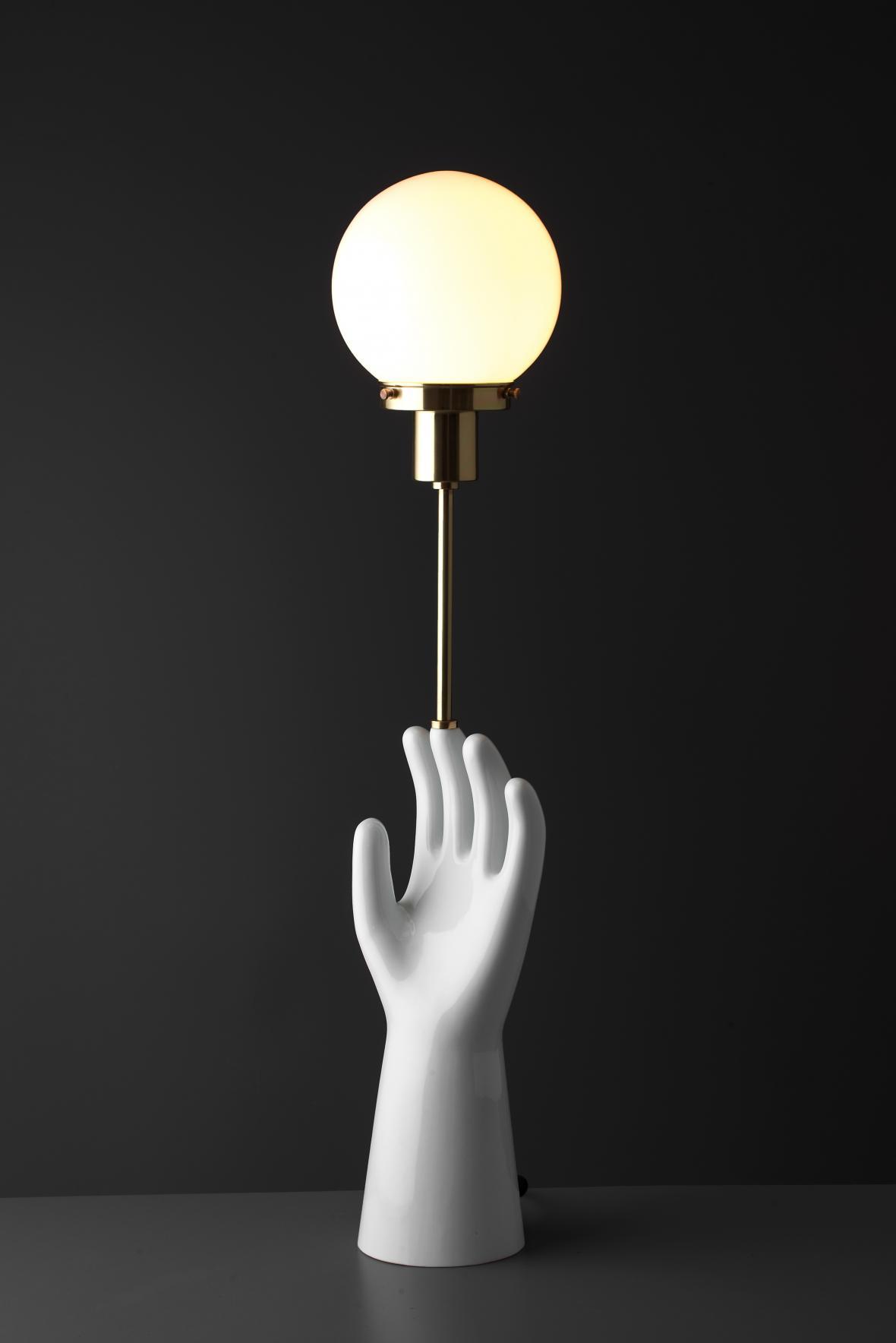 Hände Hoch (Qubus Design Studio)