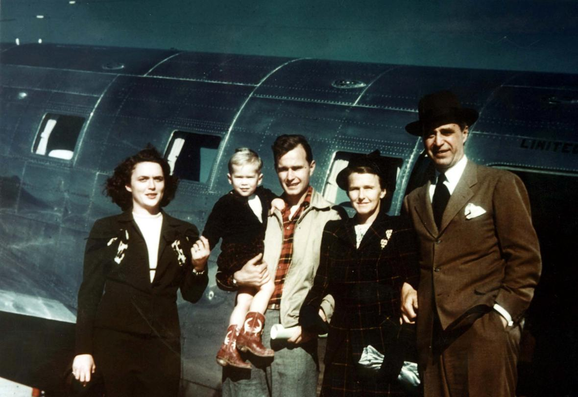 George H. Bush s maželkou Barbarou a rodiči Prescottem a Dorothy Bushovými