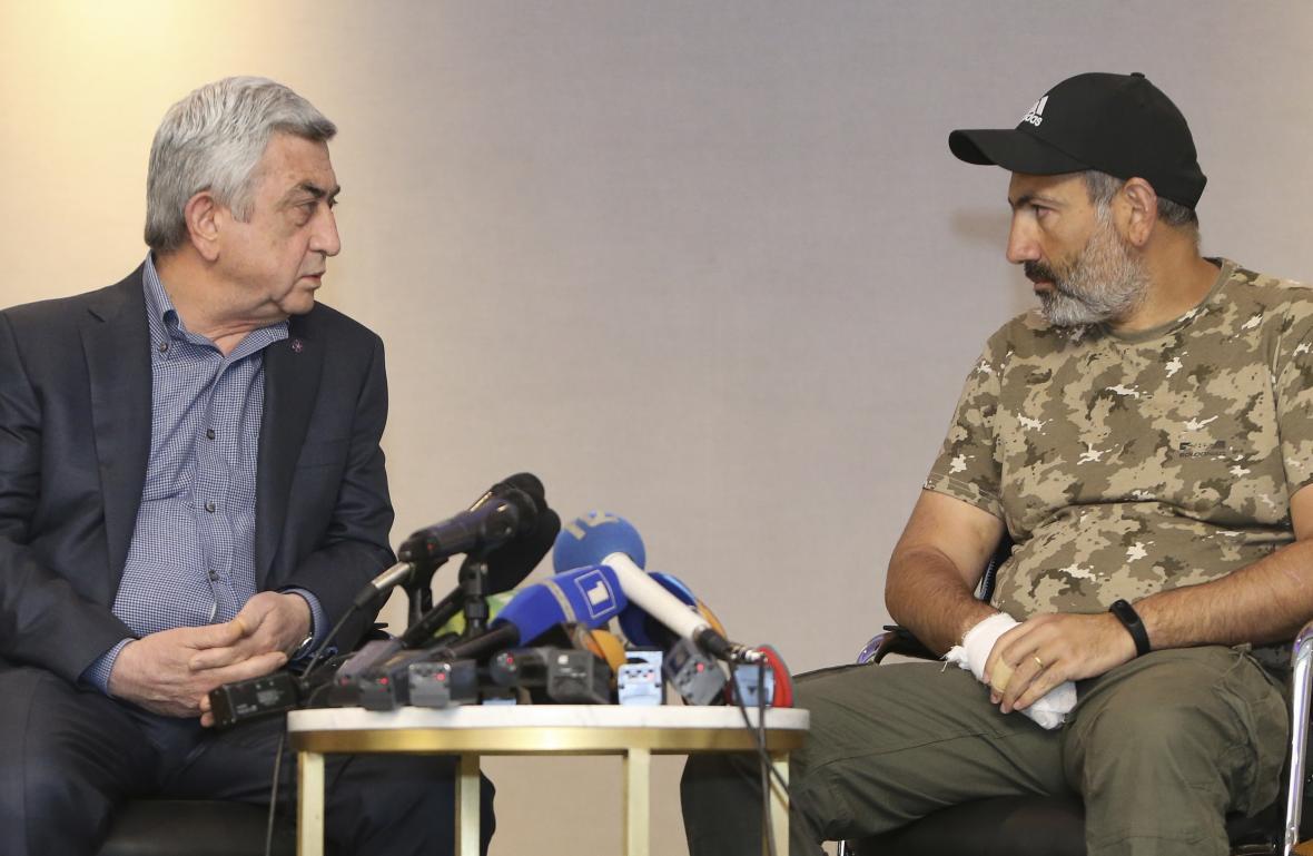 Sargsjan s Pašinjanem během setkání