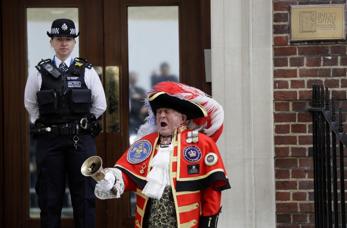 Tony Appleton oznamuje narození královského syna