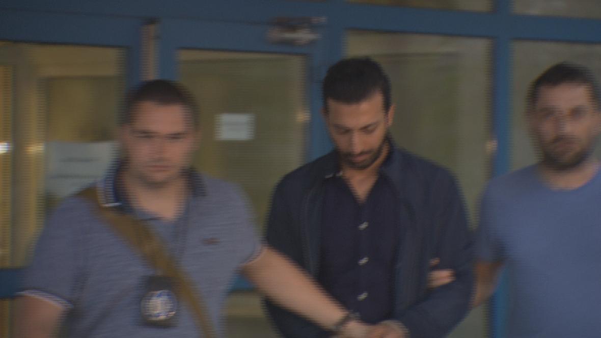 Policisté zadrželi skupinu cizinců, kteří o víkendu surově napadli číšníka v centru Prahy