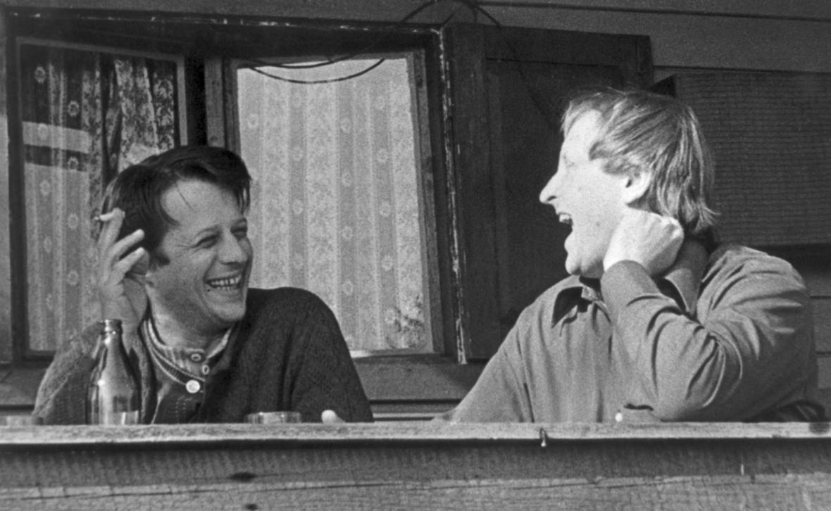 Petr Uhl (vlevo) a vikář Českobratrské církve evangelické Tomáš Bísek v roce 1978