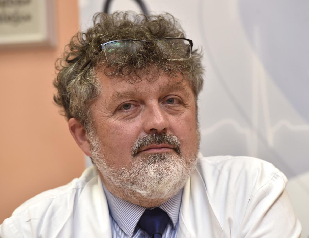 Primář oddělení plastické a estetické chirurgie Fakultní nemocnice Olomouc Bohumil Zálešák
