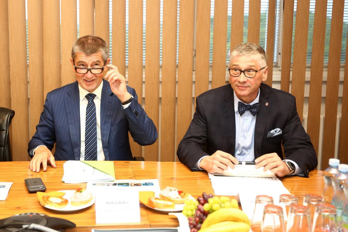 Premiér v demisi Andrej Babiš (vlevo) a hejtman Moravskoslezského kraje Ivo Vondrák.