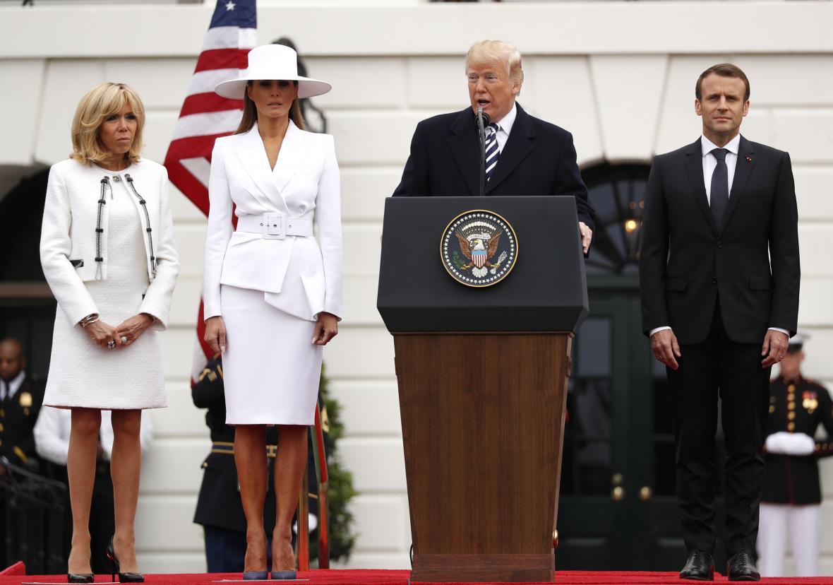 Donald Trump a Emmanuel Macron s manželkami