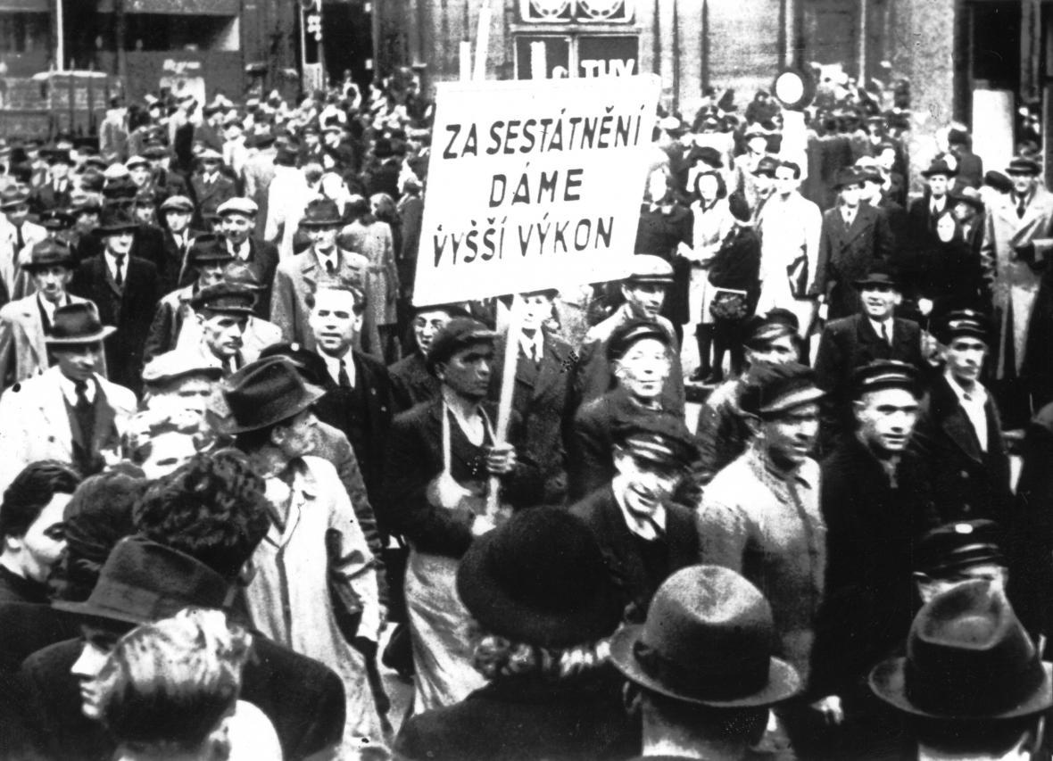 Manifestace za zestátnění průmyslu a bank (28. října 1945)