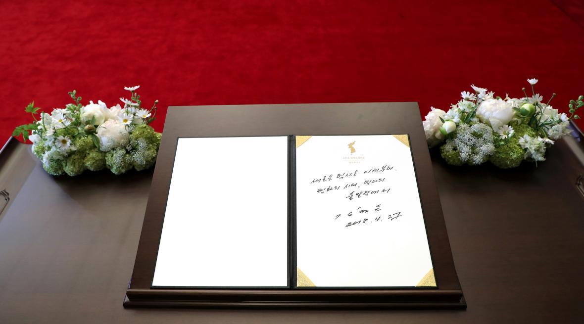 Vzkaz Kim Čong-una zapsaný do knihy hostů v Mírovém domě