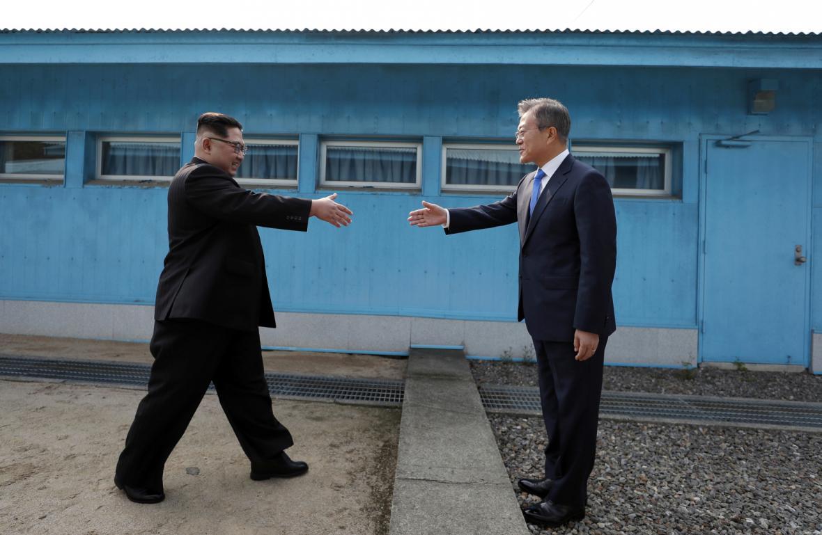 Setkání Kim Čong-una a Mun Če-ina v demilitarizovaném pásmu