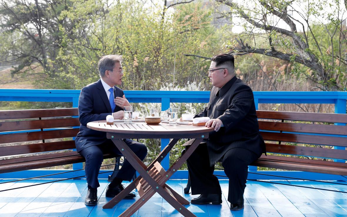 Mun Če-in a Kim Čong-un si povídali v Pchanmundžomu