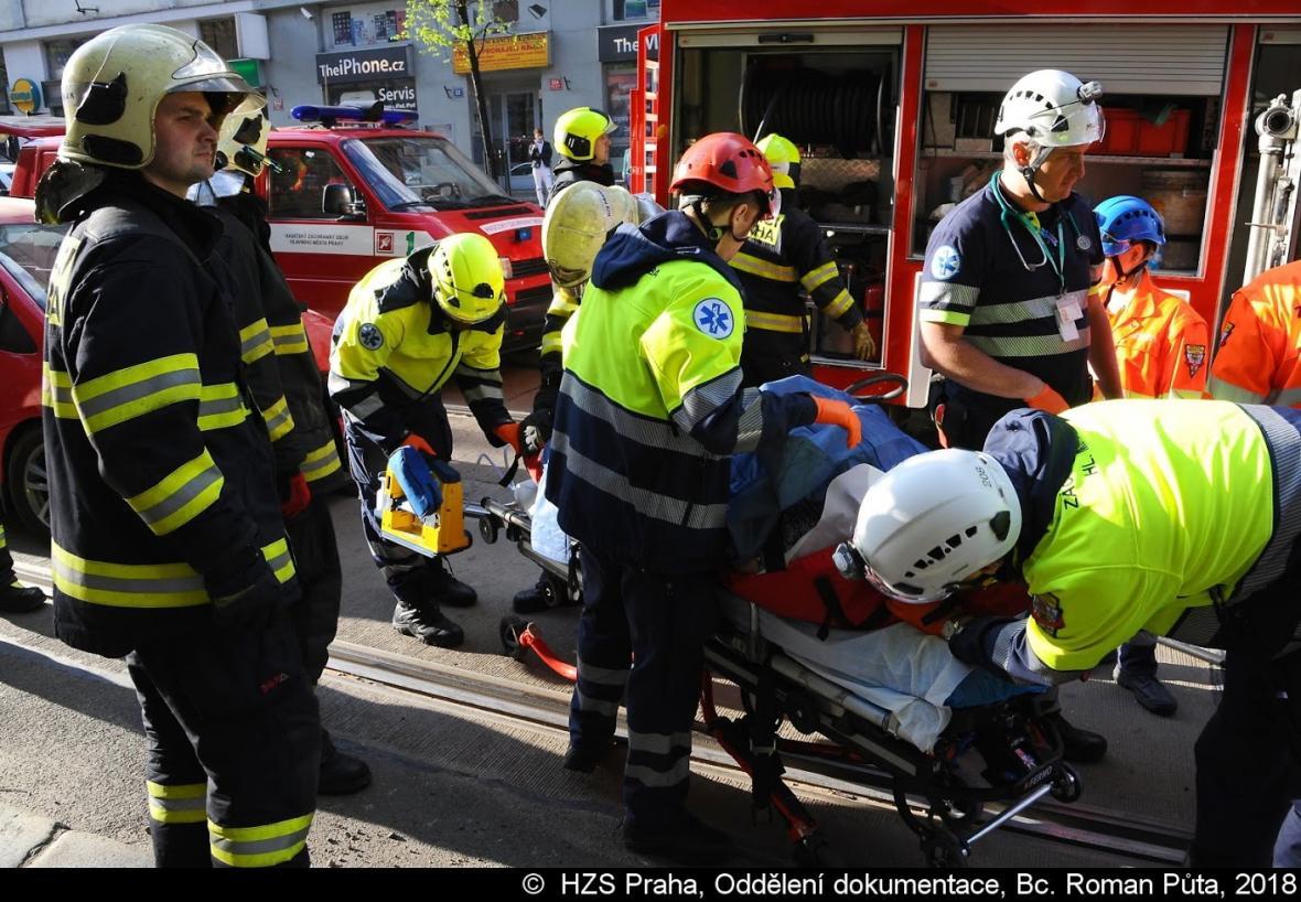Nehoda policejního auta v Praze