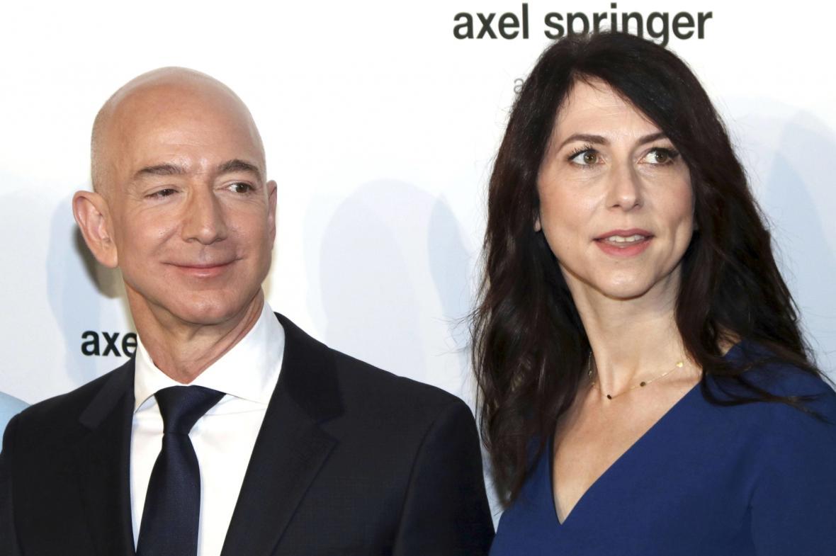 Miliardář Jeff Bezos s manželkou
