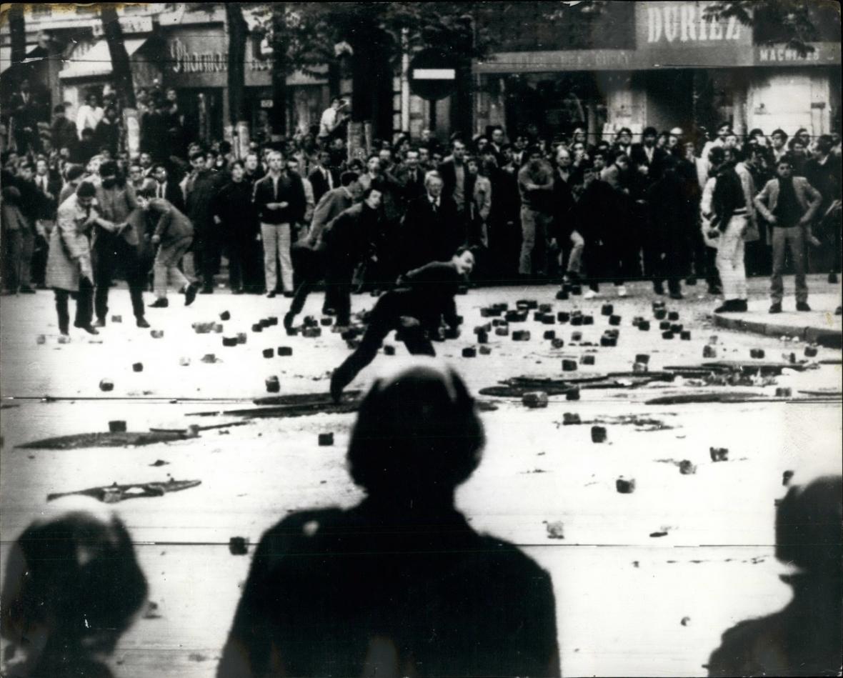 Studentský protest v Paříži v květnu 1968