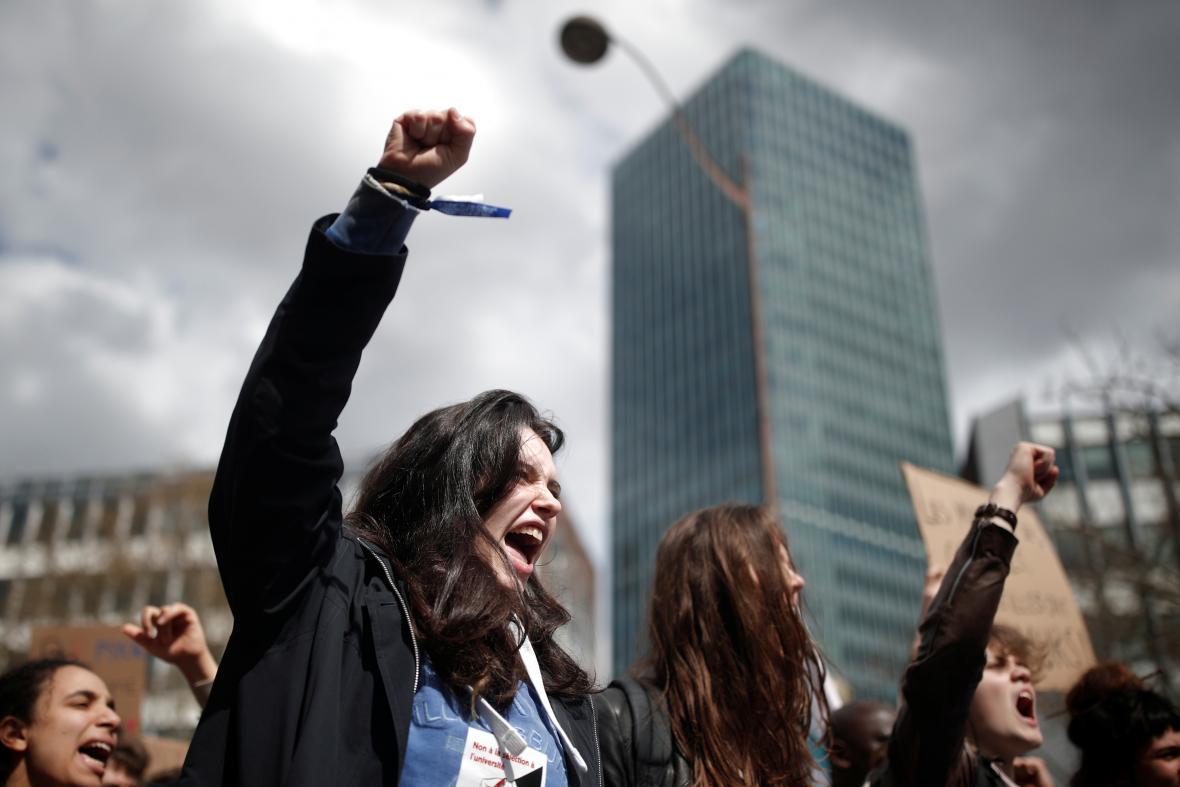 Protest proti Macronovým reformám školství