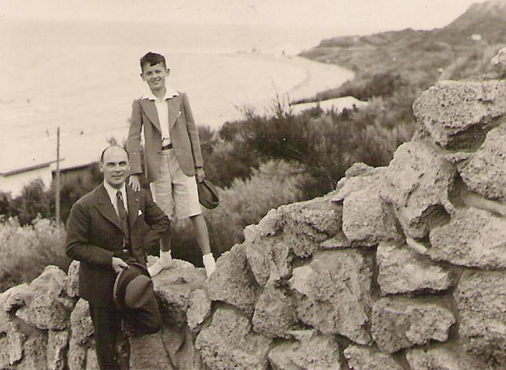Heliodor Píka v Rumunsku se synem Milanem