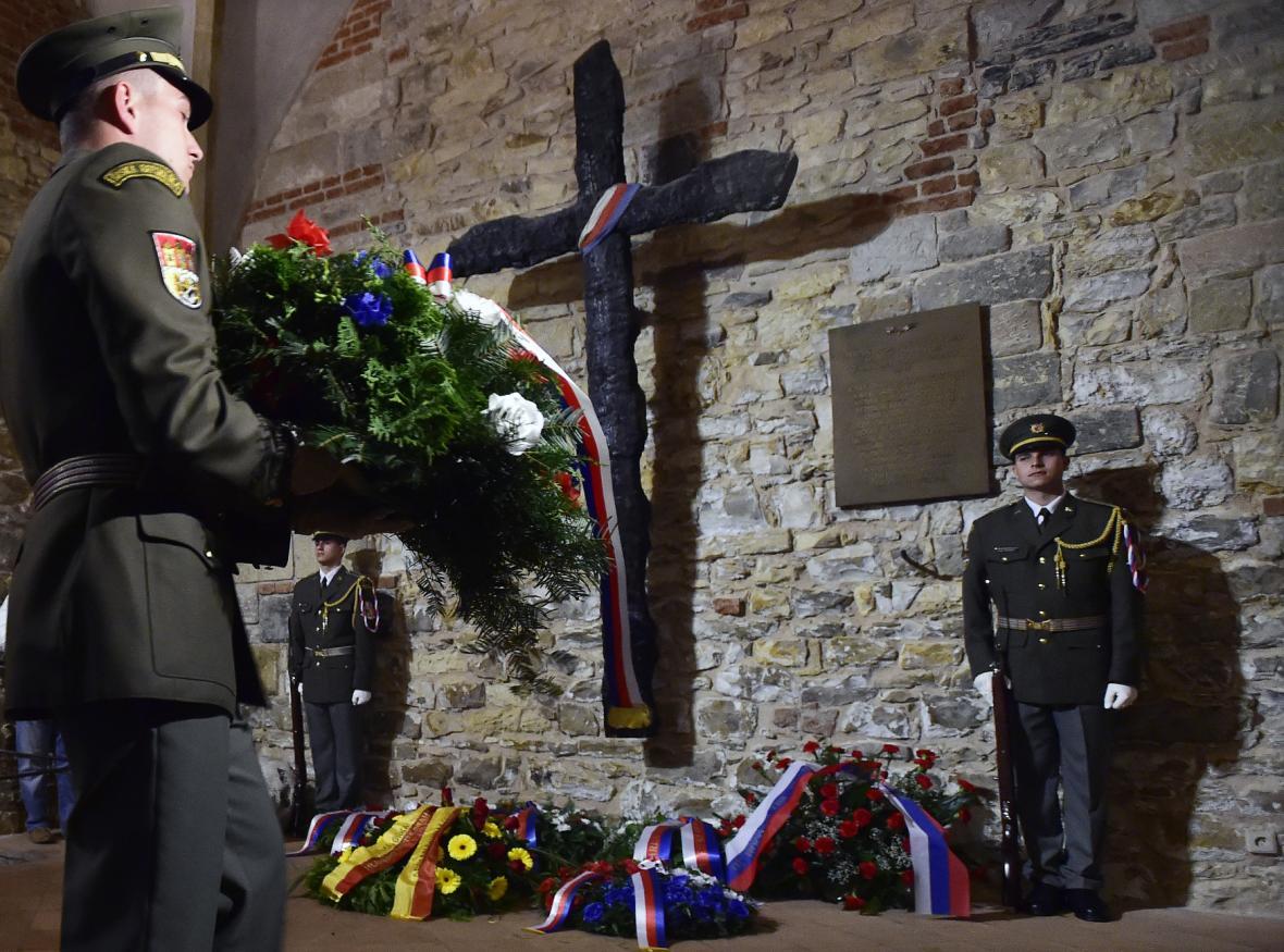 Zástupci ČSBS, Prahy a parlamentu položili ve Staroměstské radnici věnce obětem povstání