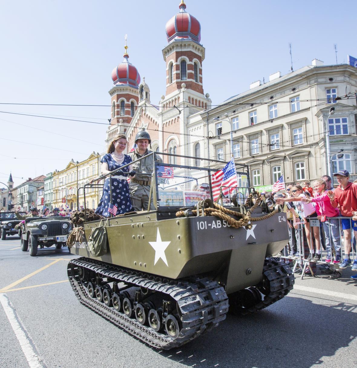 Konvoj svobody představuje řadu dobových vozidel