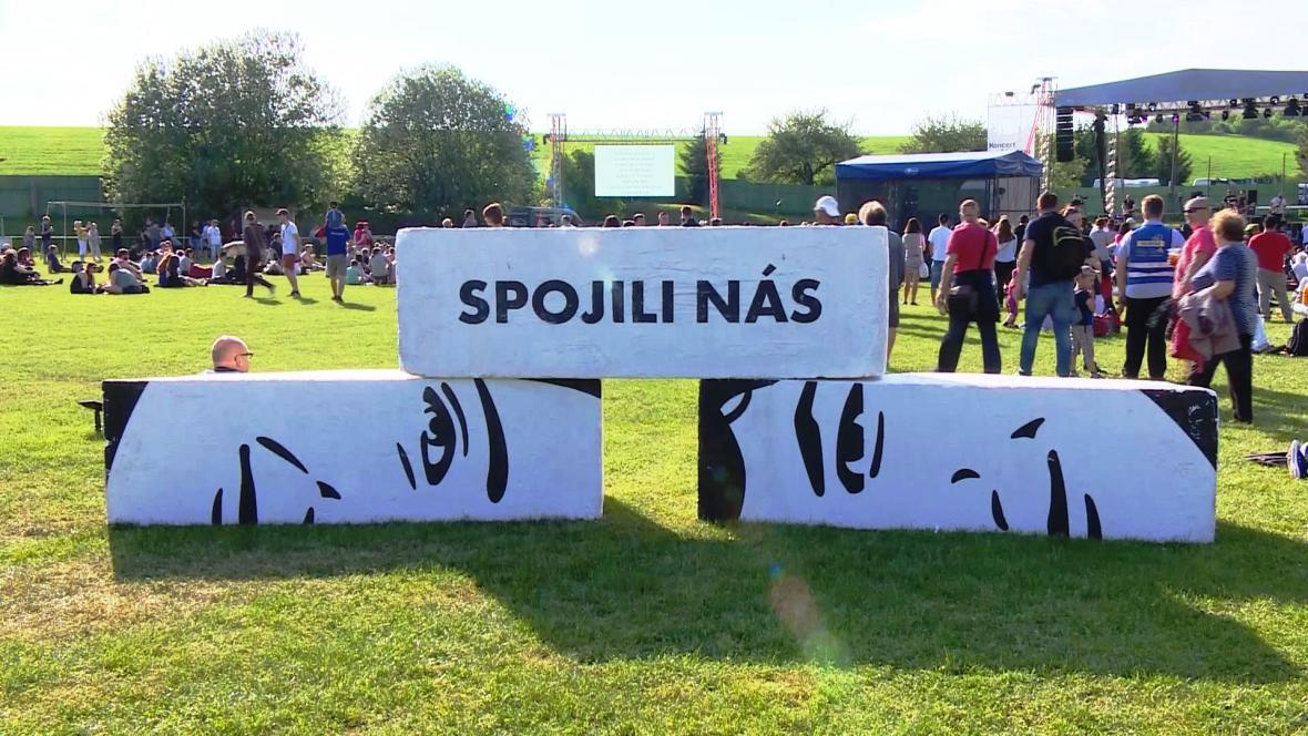 Připomínka odkazu zavražděného Jána Kuciaka a Martiny Kušnírové na slovenském koncertu