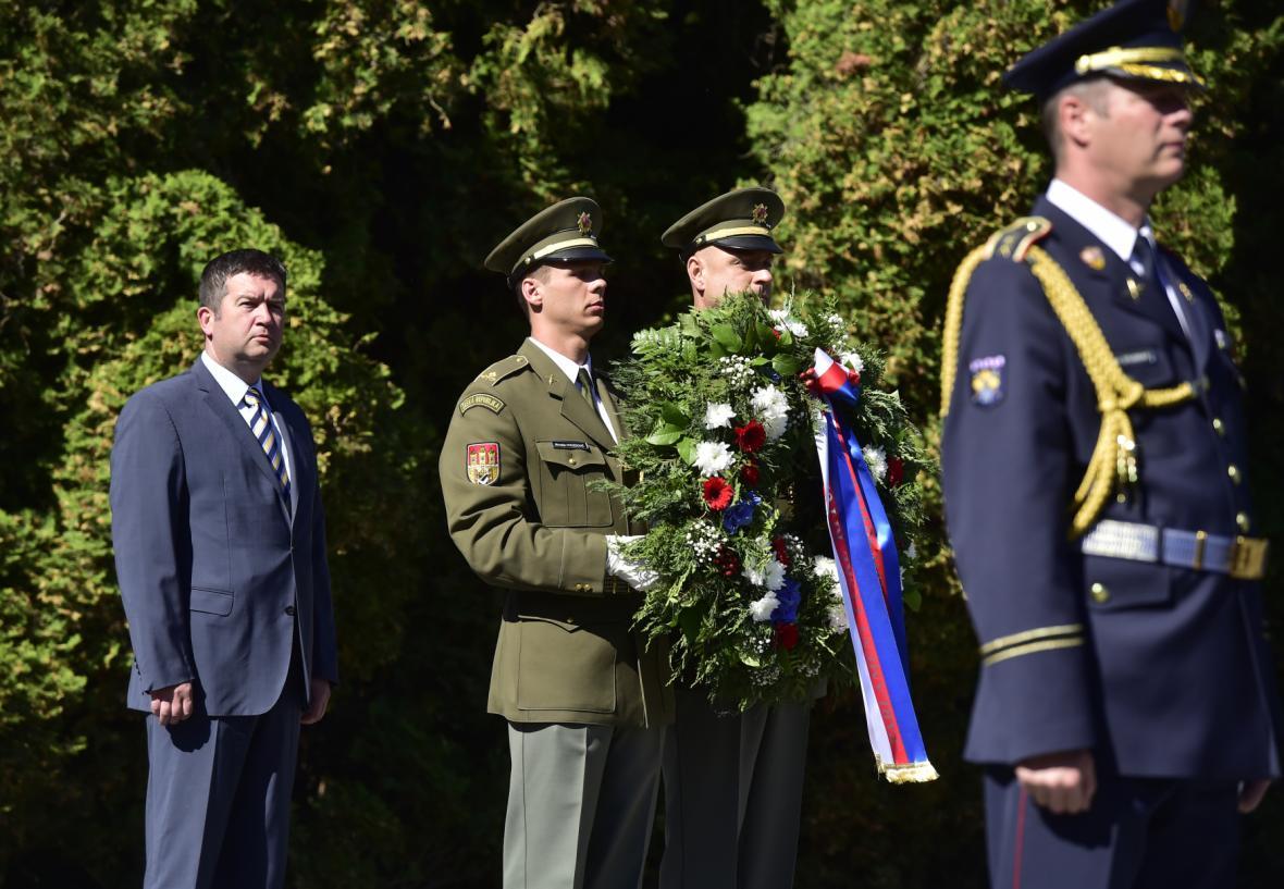 Místopředseda sněmovny a šéf ČSSD Jan Hamáček na pietním aktu