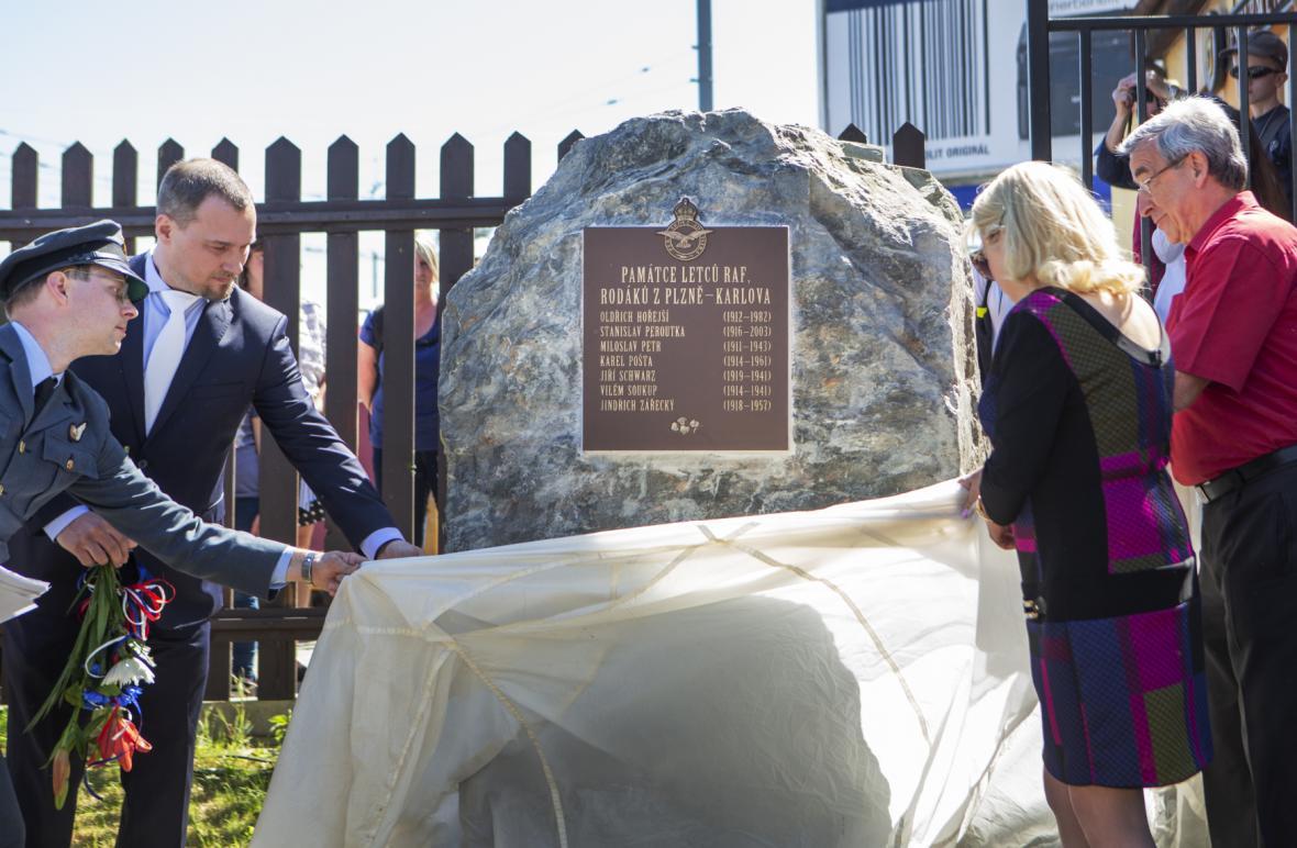 V Plzni odhalili památník československým letcům v britské RAF, kteří pocházeli z Karlova