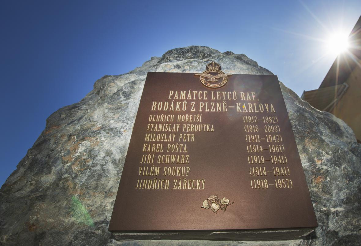 Památník letcům RAF z plzeňského Karlova