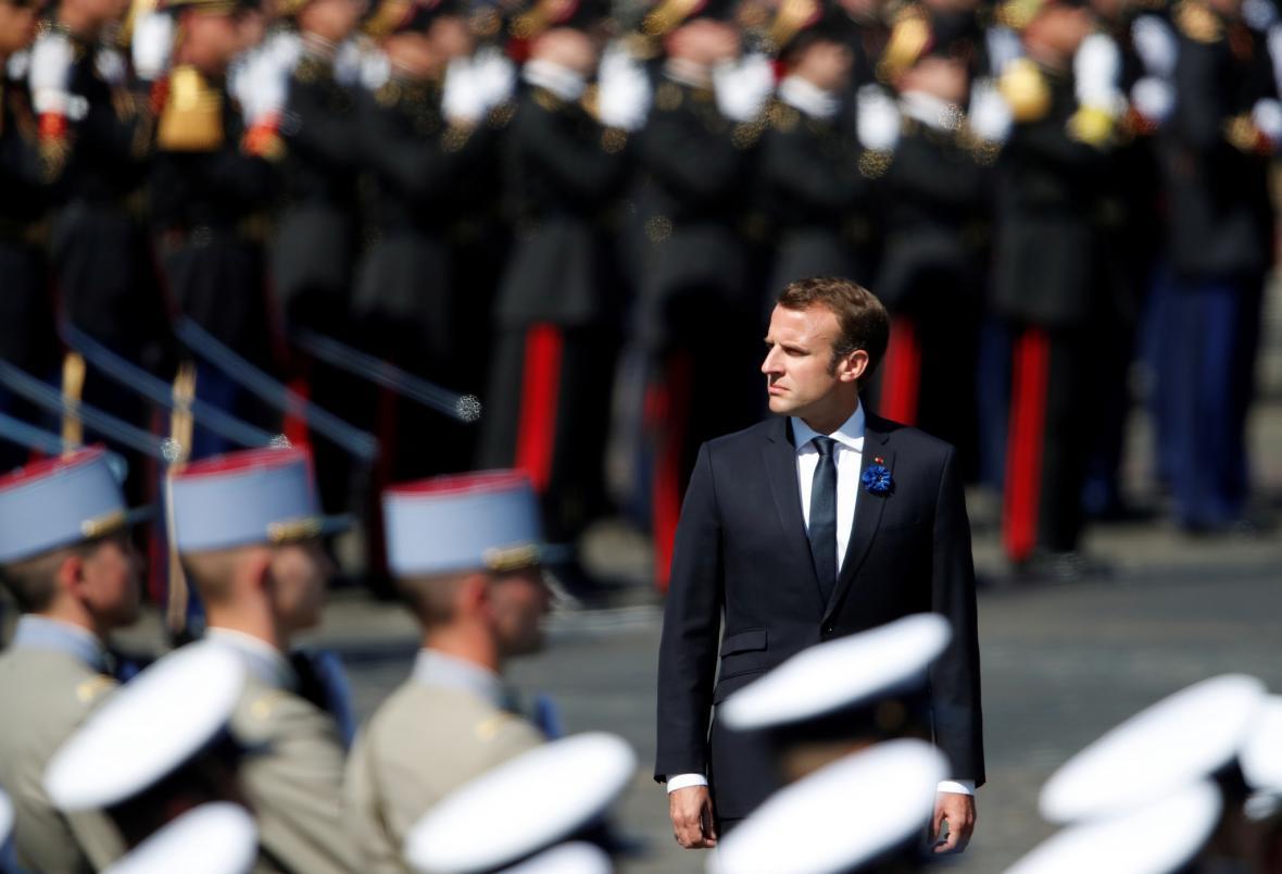 Francouzský prezident Emanuel Macron při přehlídce v rámci oslav konce války