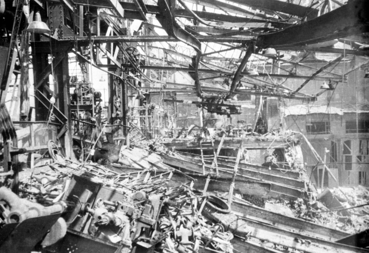 Škody ve Škodě po náletu v dubnu 1945