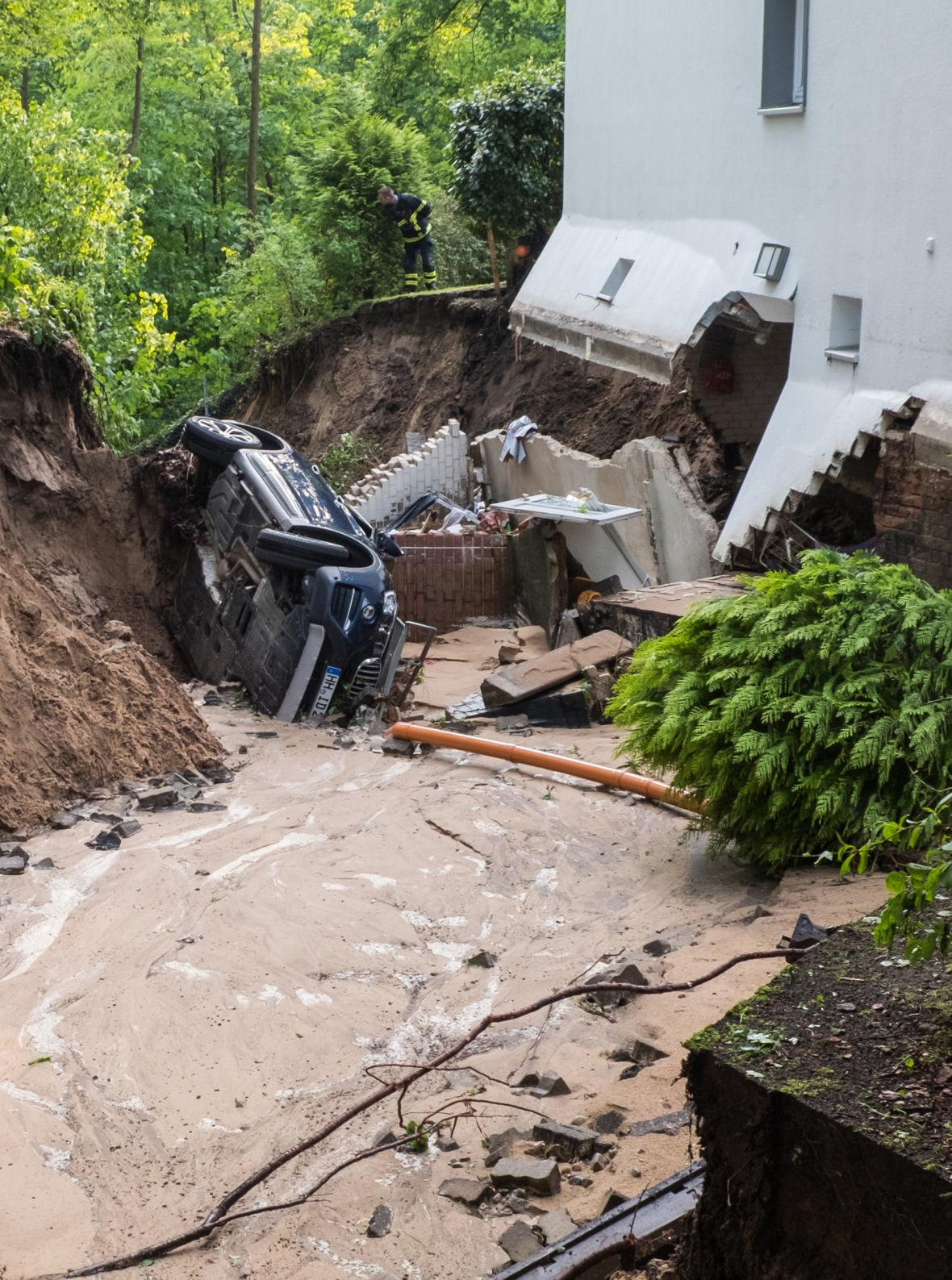 Následky bleskové povodně v Hamburku