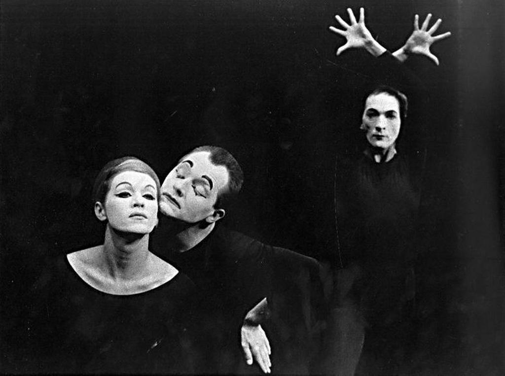 Fotografie z pantomimického představení Etudy, Divadlo Na zábradlí (Režie: Ladislav Fialka, scénografie: Boris Soukup). Foto: Jaroslav Krejčí, 1960, Fotografický fond IDU