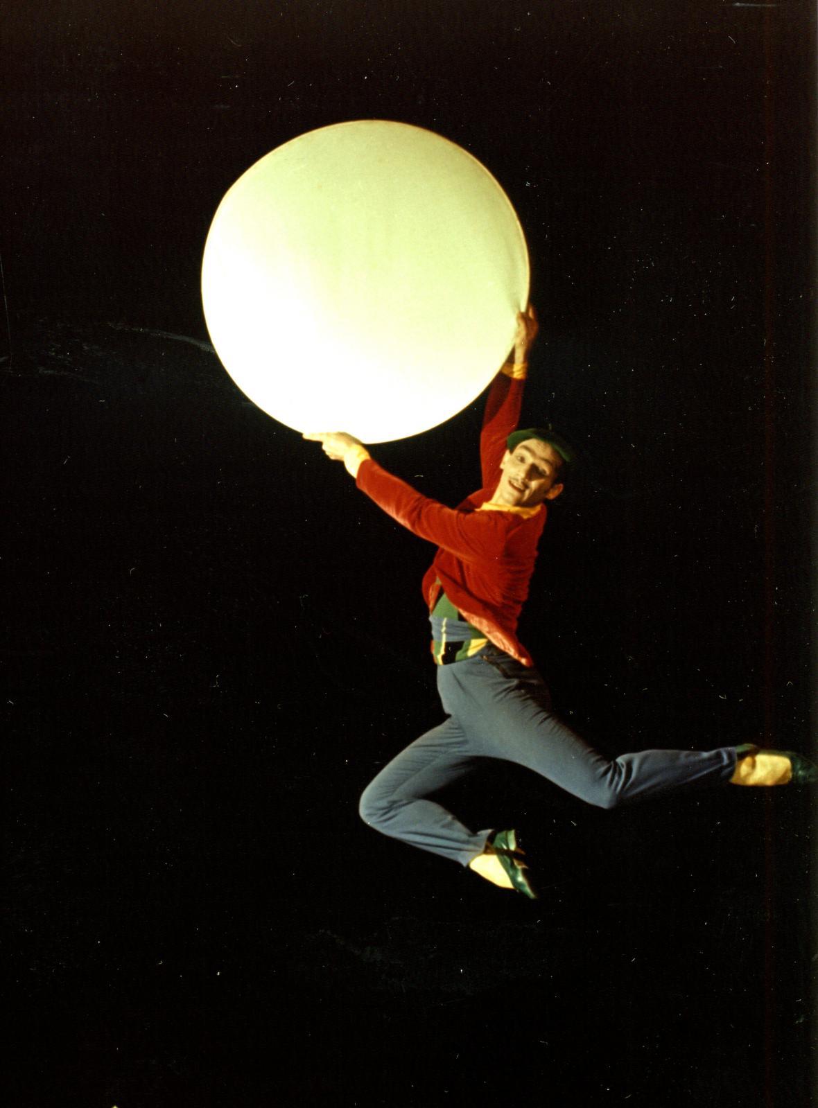 Fotografie tzv. 1. Programu Laterny magiky při jejím uvedení na EXPO 58 v Bruselu, Státní divadelní studio (Autoři: Alfréd Radok a Josef Svoboda). Foto: Josef Svoboda, 1958 Fotografický fond IDU