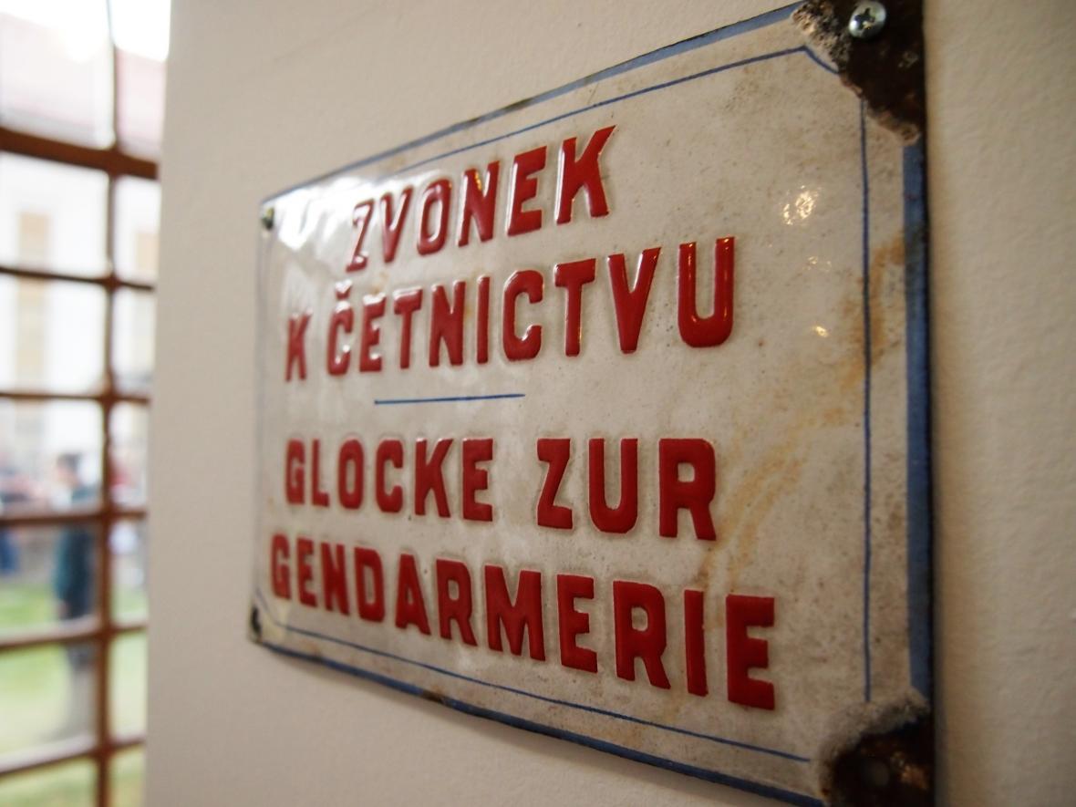 Dvojjazyčný charakter České Lipy ukazuje na výstavě hned první z panelů výstavy.