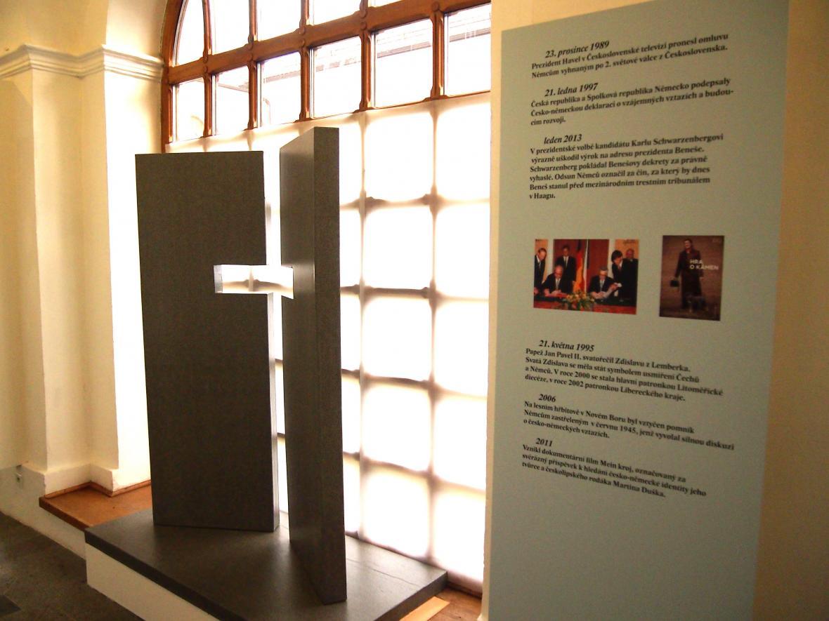 Model pomníku zabitých Němců, který rozpoutal v Novém Boru léta trvající ostrou debatu.