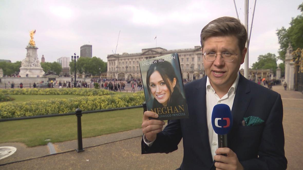 Jedna z knih spojuje Meghan s českou královnou Annou