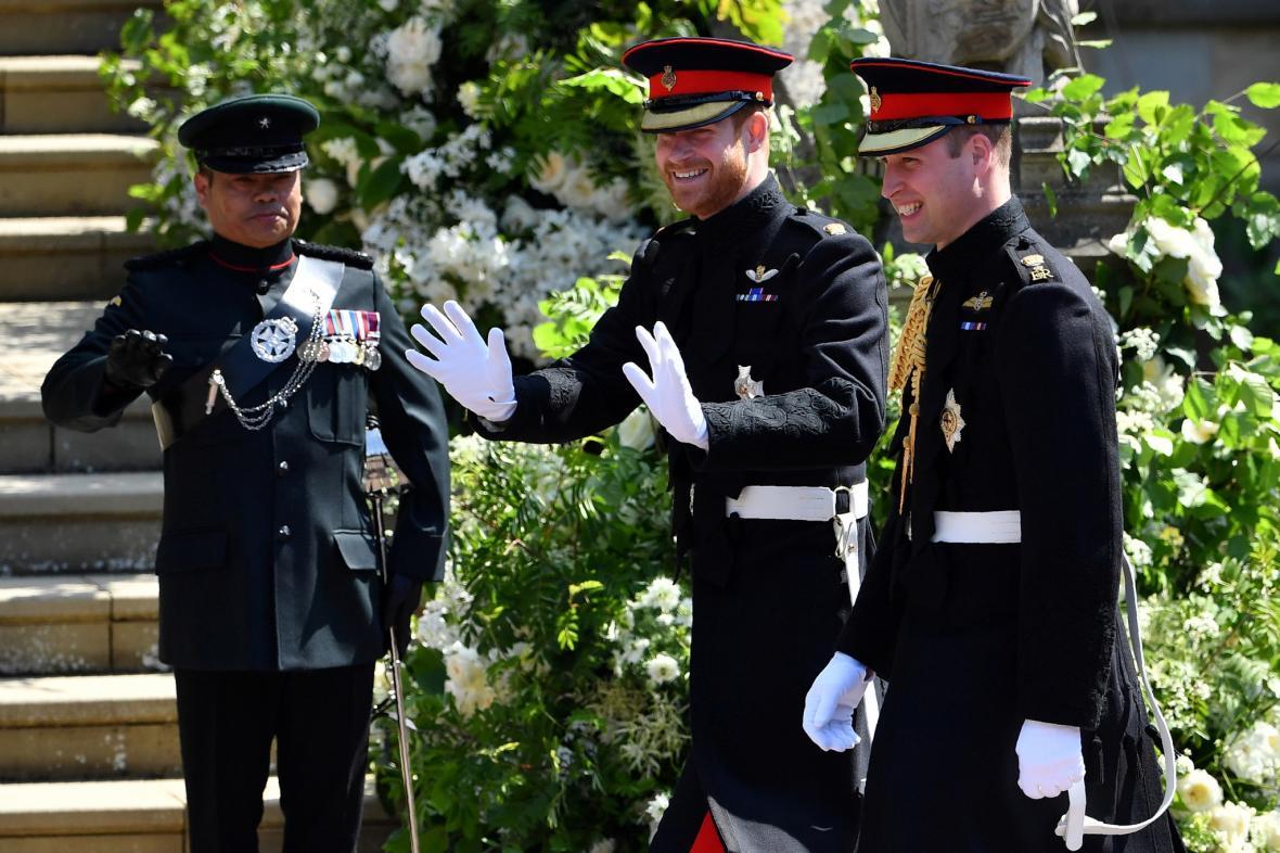 Britský princ Harry, vévoda ze Sussexu v doprovodu bratra prince Williama, vévody z Canmbridge