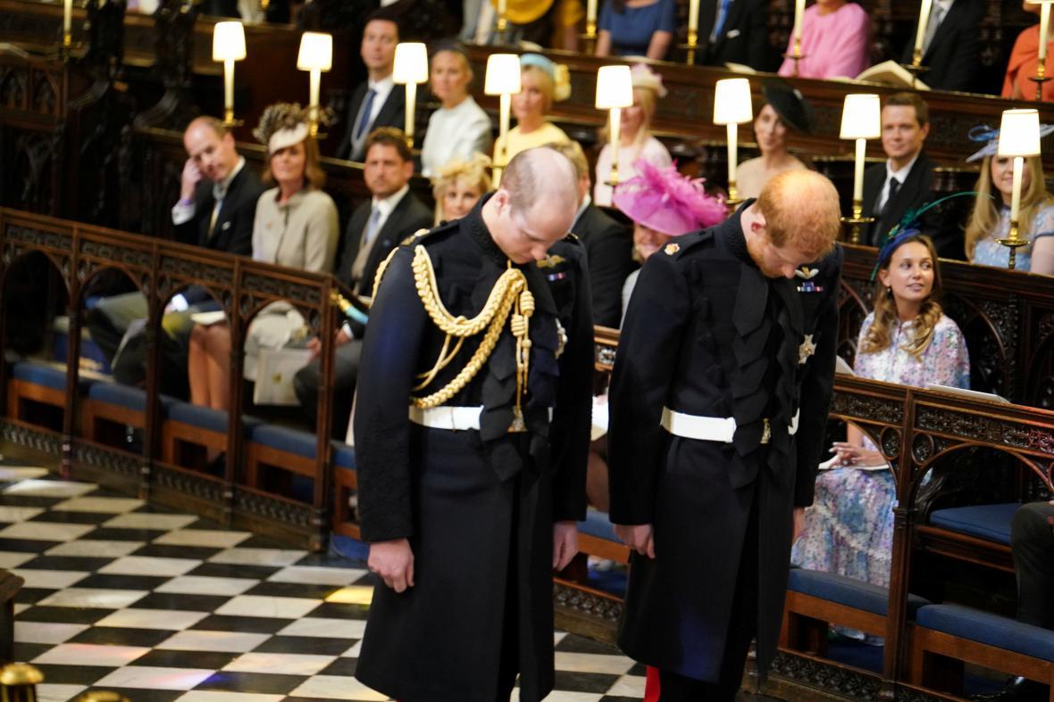 Princ Harry s princem Williamem v Kapli svatého Jiří