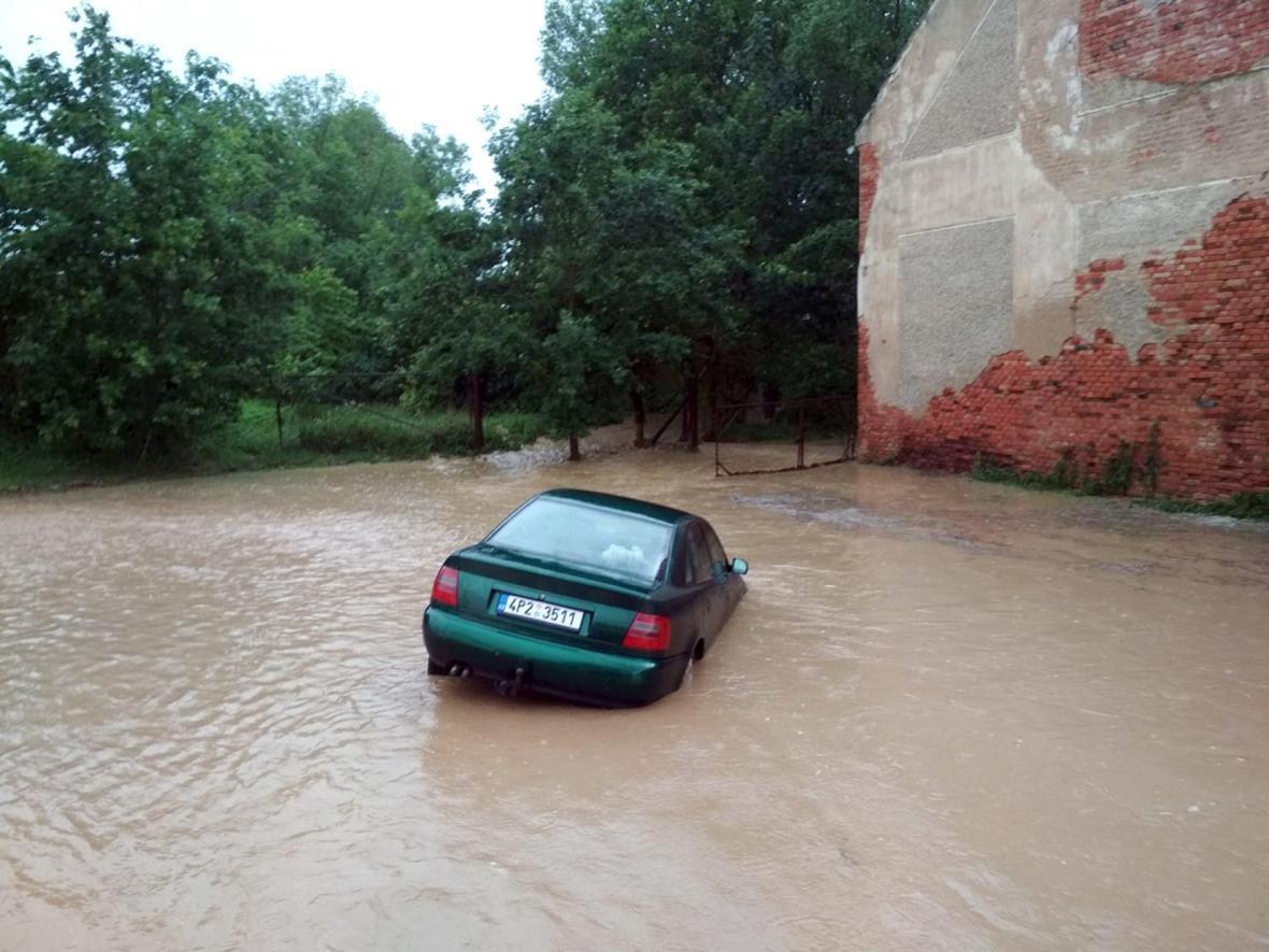 Velká voda v Kotovicích v okrese Plzeň-jih