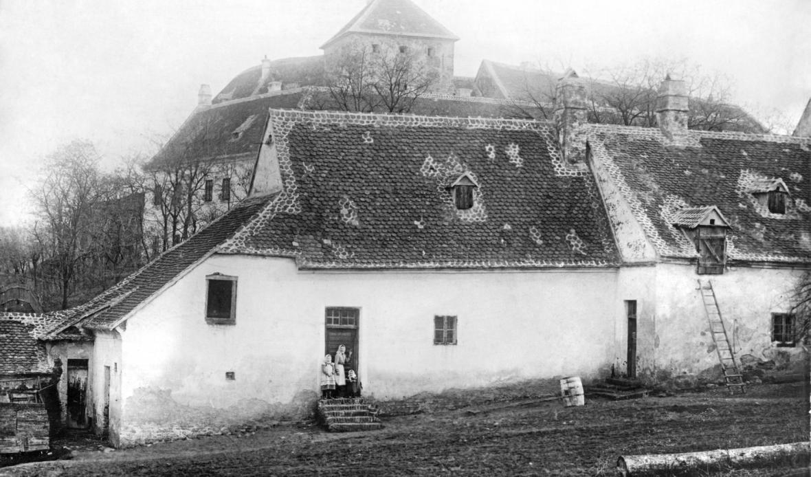 Domek v bývalém panském domě v Čejkovicích, kde bydlel Masaryk v letech 1856-58, 1859-1861.