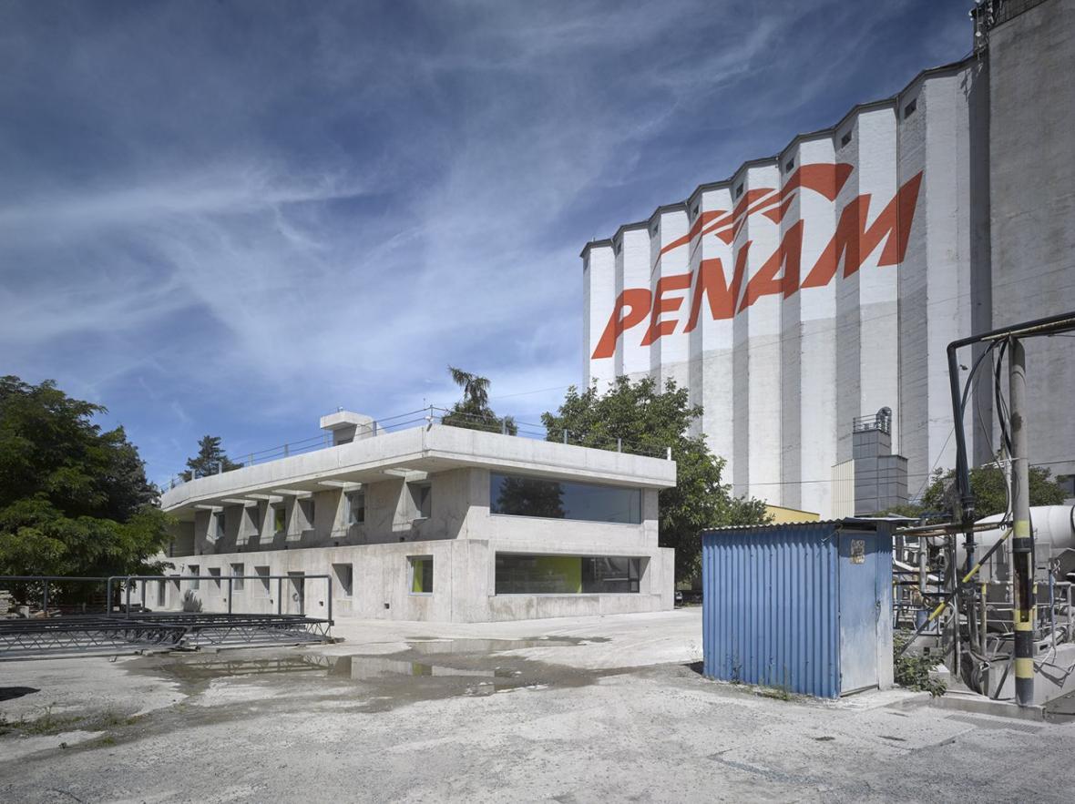 Administrativní budova ve Strančicích (Architektura, s.r.o.)