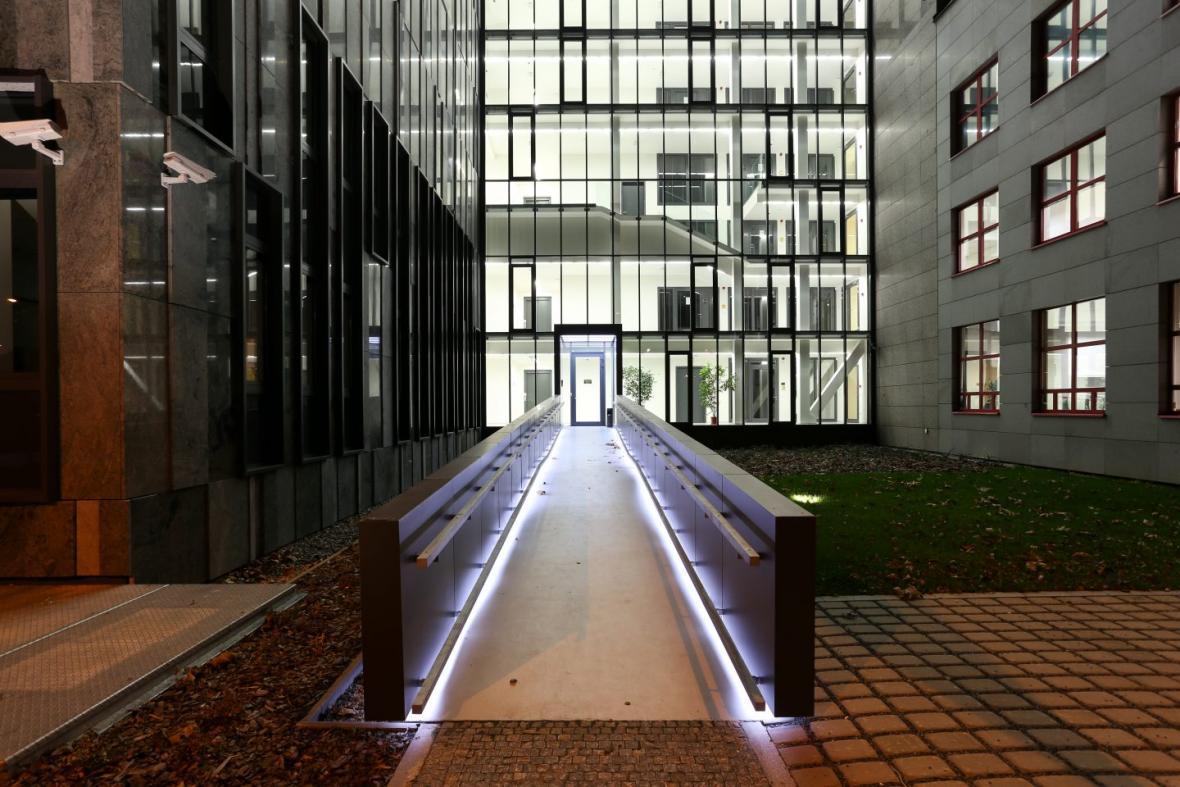 Dostavba areálu Archivu hlavního města Prahy (A32 spol. s r.o. - architektonické řešení, AD; SATRA, spol. s r.o. - generální projektant, AD; D plus projektová inženýrská a.s)