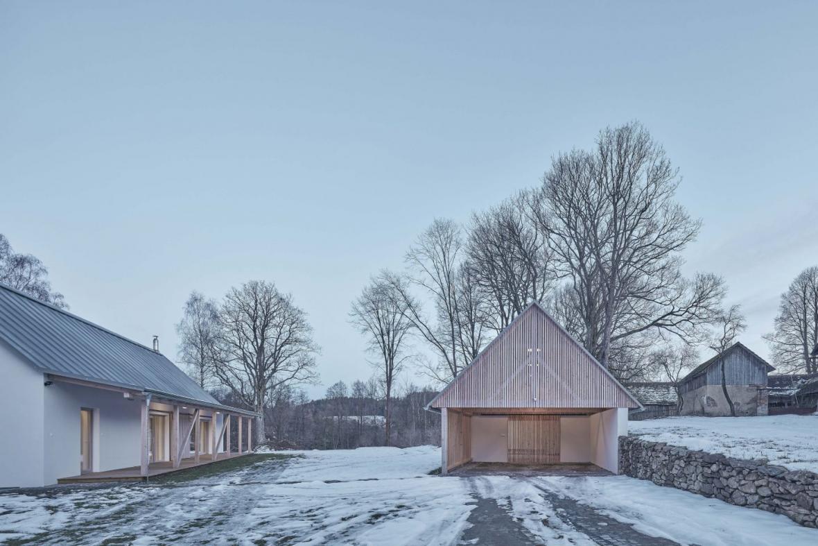 Dům se stodolou ve Starém Bříšti (MACHAR & TEICHMAN)