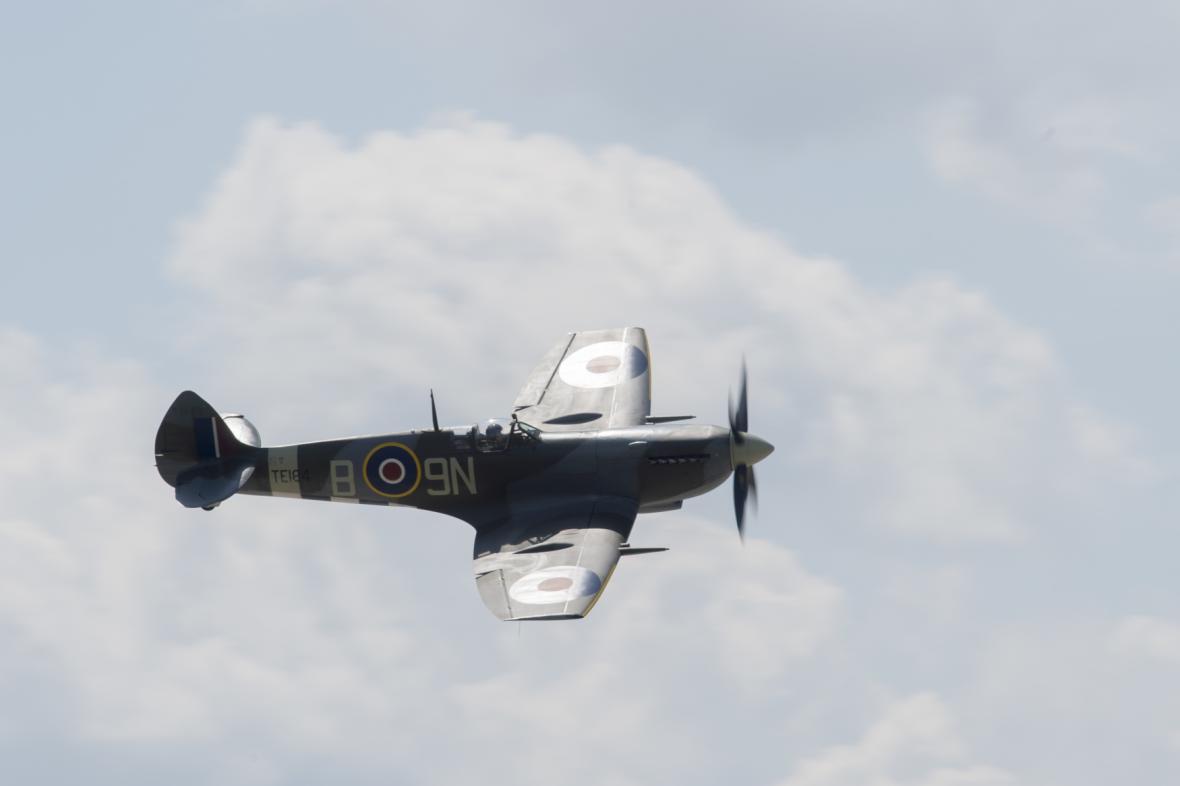 Tématem letošního 28. ročníku Aviatické pouti je výročí 100 let od vzniku Československa. Na snímku je sólová ukázka letounu Spitfire.