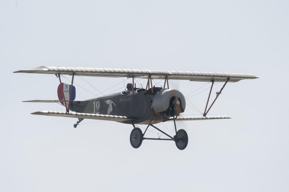 Na snímku je letoun Nieuport XII.