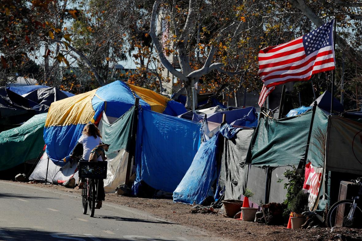 Bezdomovecká kolonie v kalifornském Anaheimu