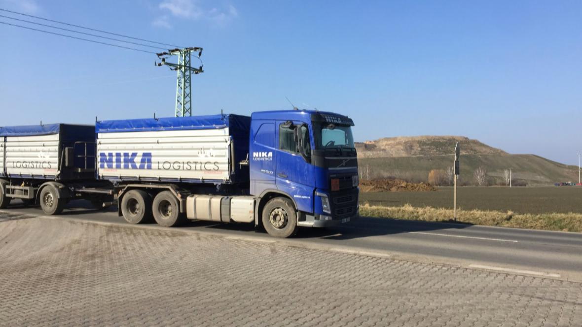 Navážení odpadu na skládku v Čáslavi