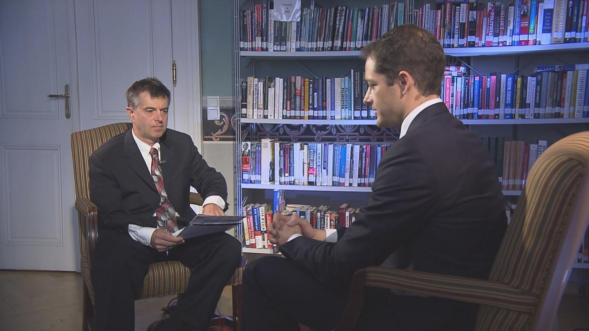 Teodor Marjanovič během rozhovoru s Andrew Peekem