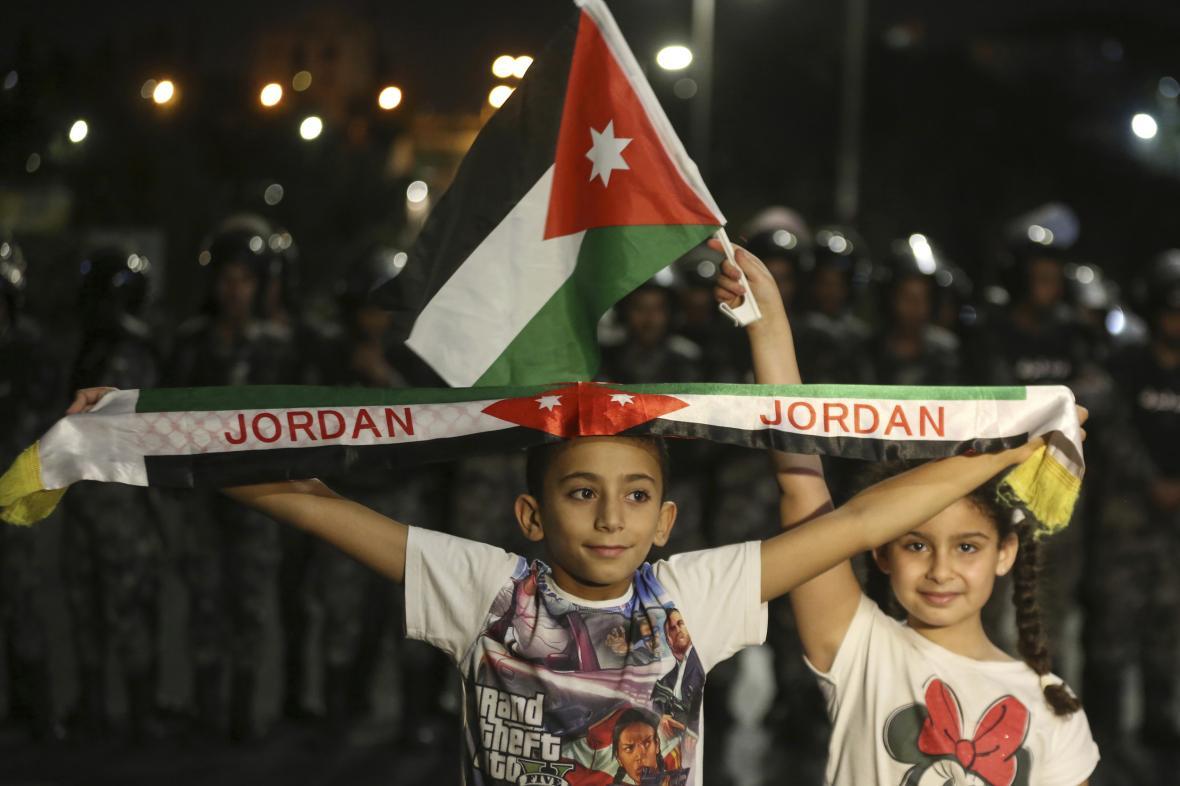Do ulic v Jordánsku vyšly i děti